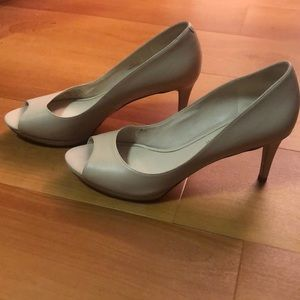 8.5 Enzo Angiolini tan heels